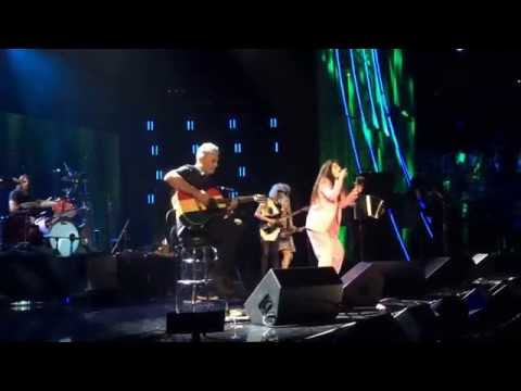 Nirvana & Lorde Perform All Apologies At The Rock & Roll Hall Of Fame Induction 2014