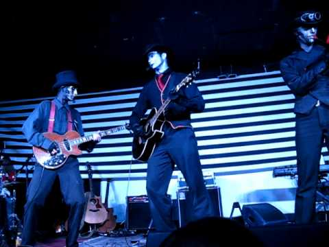 "Steam Powered Giraffe ""Electricity Is In My Soul"" - Queen Bee's in San Diego"