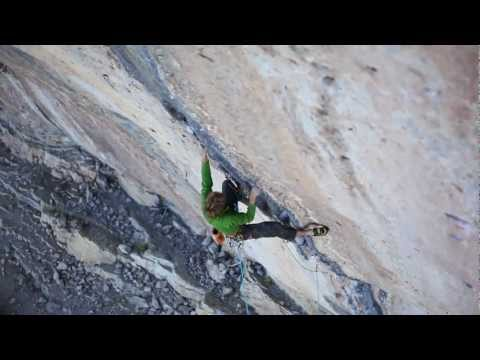 Arnaud Petit climbs Black Bean 8b with natural pro in Ceüse