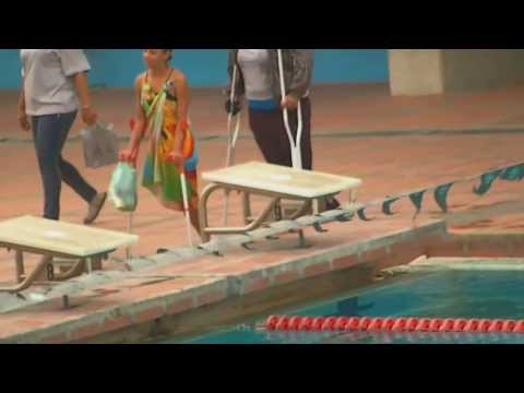 Amputee Woman Swimming in Caracas (04-09-2.011) HD