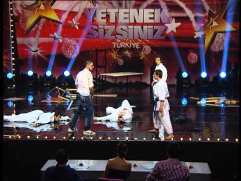 Yetenek Sizsiniz Türkiye - Muammer Ve Karate Show 22 02 2012