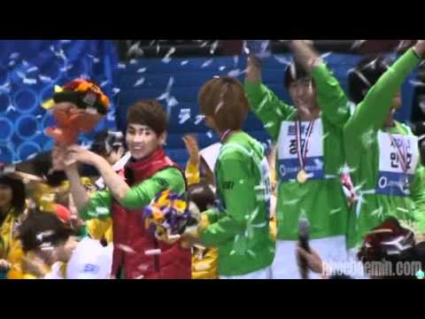 110123 SHINee (Taemin focus) & Jungmo victory ceremony+ throwing bouquet to fans @ ISAC