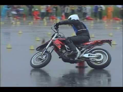 Moto Gymkhana in heavy rain aprilia SXV450