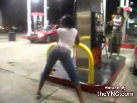Chick Shakes her ass Like Crazy at a Gas Station   The YNC com
