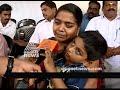 Фрагмент с конца видео - Sanal kumar's wife protest at secretariat | LIve Updates
