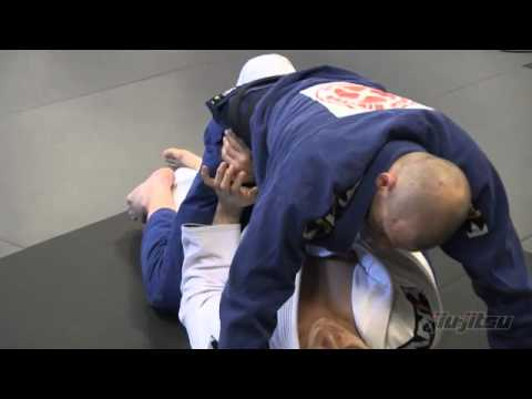 JiuJitsu Magazine #7 - Mastering The Mount: Escape To Guard