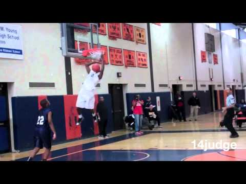 Kieran Woods off the backboard alley oop slam dunk fr Keifer Sykes Chicago HS All Star game