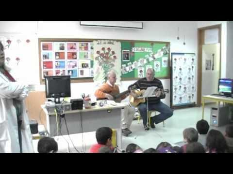 """Professores José Maria Rêgo e Rui Serras cantam """" Cantar de Emigração"""""""