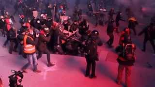 Митингующие с палками избили двух бойцов Беркута
