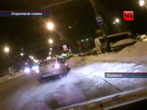 Пьяная девка-водитель дебоширит (Мурманск)