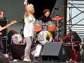 "Sonic Youth - Kim Gordon dancing during ""What a Waste"""