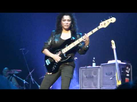 JEFF BECK - DENVER PARAMOUNT - RHONDA SMITH - APR 15 2011.MP4