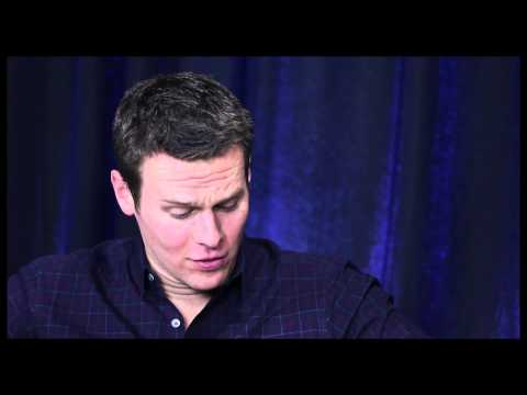 """""""Looking"""" Star Jonathan Groff on Gay Sex 101, Deleting Lea Michele's Texts and More"""