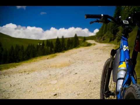 VIDEOCLIP Traseu de MTB prin Muntii Bucegi, 40 km pe biciclete