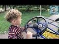 Дети и машина. На веломашине в парке аттракционов в Машей и Медведем. МанкиТайм