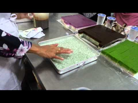 How to make Kuih Tepung Talam