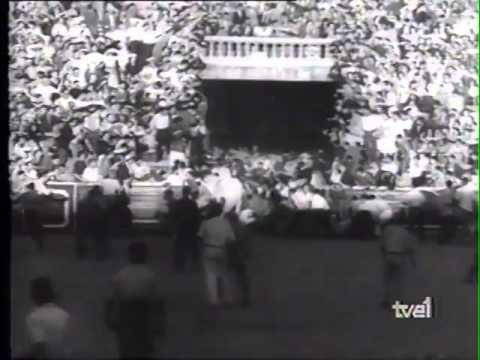 Encierro de San Fermín   tapón en la plaza de toros de  1957 480p