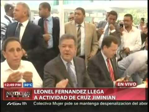Leonel Fernández llega a actividad de Cruz Jiminian…
