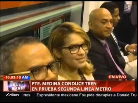 Presidente Medina conduce tren en prueba Segunda Línea del Metro