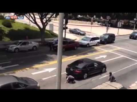 شاهد بالفيديو : توقف السير في مدينة لوس انجلوس الامريكية و السبب بطة !؟