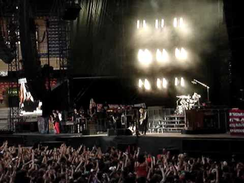 Green Day with girl (Melissa) on vocals @ Parc des Princes, Paris June 26 2010