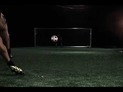 Ronaldo's knuckle ball free kick filmed from behind at 1000fps