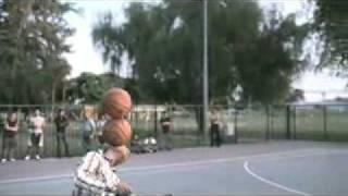 用腳打籃球,這樣才是街頭籃球! -