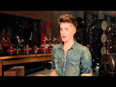 Justin Bieber Behind The Scenes -- 'Santa Claus Is Comin' To Town' Music Video