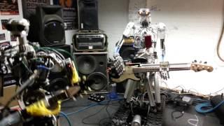 sekelompok robot bisa membentuk grup band rock sendiri. Grup band tersebut diberi nama Compressorhead. Compressorhead ini beranggotakan 3 robot yang masing-masing bernama Stickboy, Fingers, dan Bones.