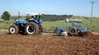 TRATOR NEW HOLLAND 7630 GRADEANDO TERRA