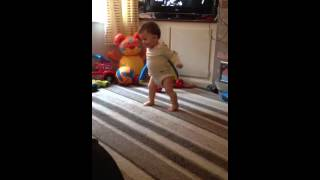 [Baby Footballer Fail] Video