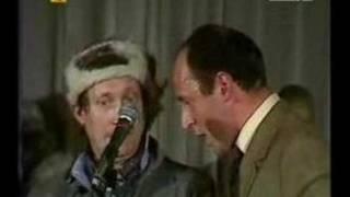 Pod Egidą - Opowieść o poczuciu dobrego humoru (Awas)