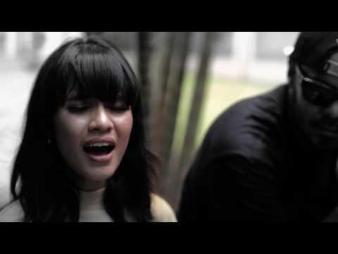 Saat Hujan (Acoustic Version) [Feat. Audrey of GAC]