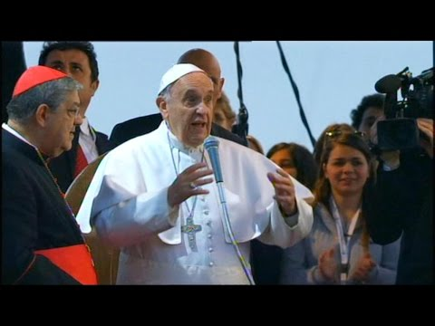Pope Francis Dines With Gay, Transgender Inmates