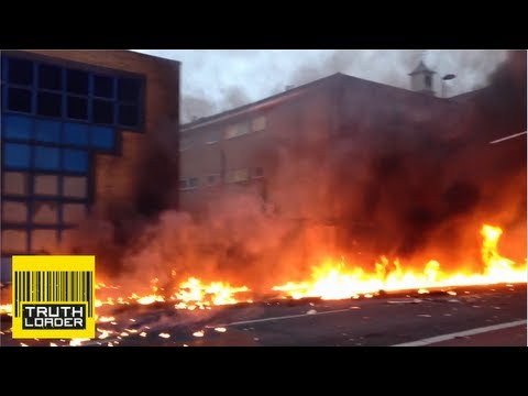 Dramatic Video: Helicopter crash in Vauxhall London, just south of the Thames - Truthloader