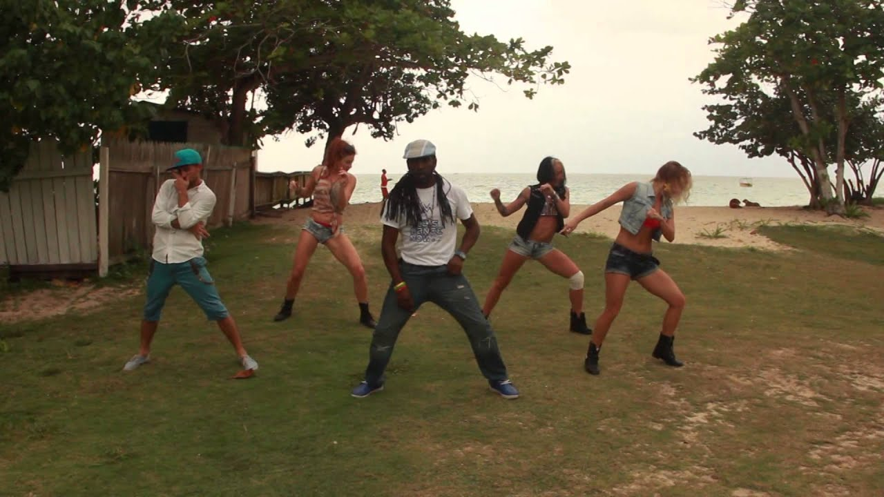 Jamaica: russians with Orville Xpressionz dancing to Assassin