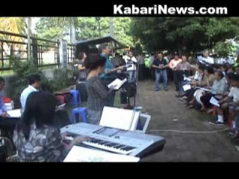 1. Kebaktian Gereja di pinggir/trotoar jalan raya GKI Taman Yasmin (Part 1)