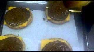 Como hacer una hamburguesa Queso :B!! (McDonald´s)