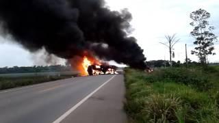 URGENTE: CAMINHÃO EXPLODE NA BR-364 E MOTORISTA É SOCORRIDO COM VÁRIAS QUEIMADURAS – VÍDEO