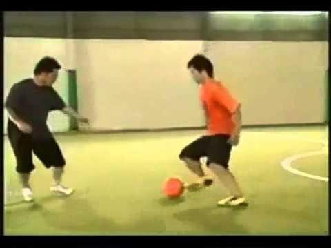 Hướng dẫn kỹ thuật qua người trong bóng đá