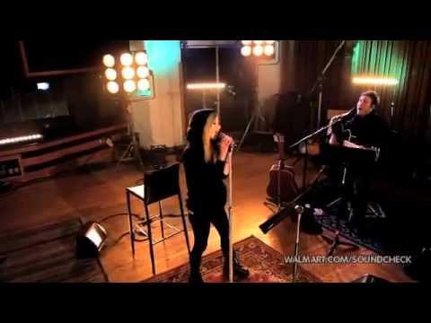 Avril Lavigne-Smile (Walmart Soundcheck 2011)
