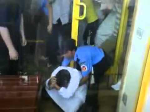 فيديو شاهد تدافع الناس و ازمة و دهس في افتتاح مطعم البيك في جدة !