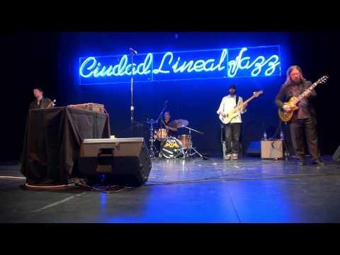 """Alberto Gulias (batería y voz) """"Blue Shadows"""" [Madrid 18/10/2012]"""