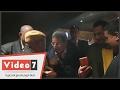 لطفى لبيب يداعب محمود سعد أثناء العرض الخاص لفيلم -يوم من الأيام-: -أستنى يا أستاذ-  - 03:21-2017 / 2 / 19