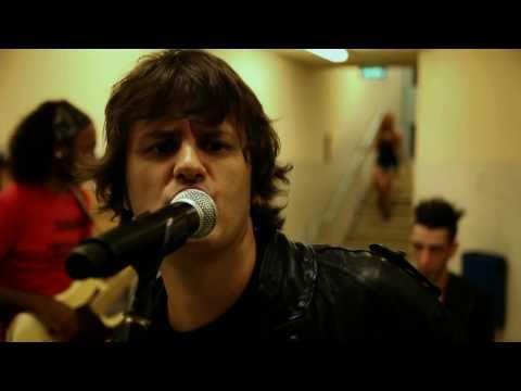 Insisto - Espejos - Ciro y Los Persas (2010)