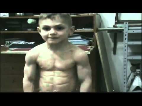 شاهد أقوى طفل فى العالم  وجه طفل و عضلات لاعب كمال أجسام