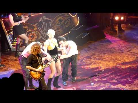 Pink Funhouse Tour Frankfurt Get This Party Started HD 720P