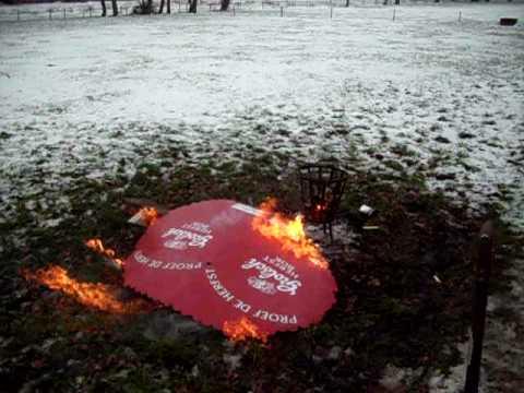 Rituele verbranding grolsch bord - Oudjaarsdag 2009
