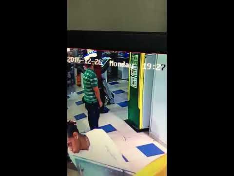 Video del asalto a tiros al centro de negocios del Banco Popular, ubicado en Plaza Lama, de la 27 de Febrero.