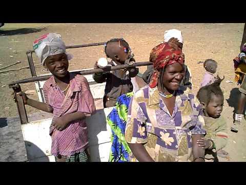 ナミビア・オプウォにある、デンバ村でデンバ族に出会ったぁ~